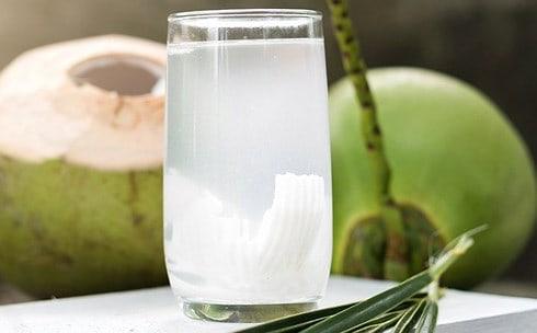 Nước dừa giúp giải rượu rất tốt
