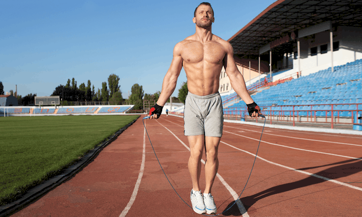 Nhảy dây giúp bạn đốt calorie, nhưng khi thêm vào những bài tập đòi hỏi giữ thăng bằng, bạn sẽ cải thiện cơ bụng đáng kể